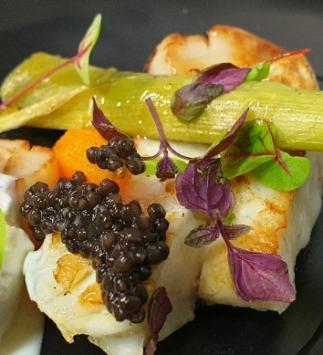 Filet de Turbot et St-jacques au Caviar, Vinaigre au Yuzu